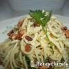 Baconos medvehagymás sajtos spagetti dióval megszórva