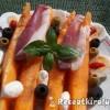 Sárgadinnye sonkával tojással és olívabogyóval