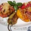 Baconba tekert töltött paprika és paradicsom sütve