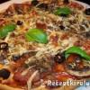 Gombás-sonkás pizza