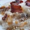 Tejfölös túrós sajtos csusza sült szalonnával