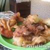 Töltött rántott hús sült burgonyával