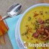 Fűszeres sütőtök leves bacon morzsával, pirított tökmaggal - paleo