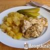 Szalonnás-majorannás csirkemell, burgonya ágyon
