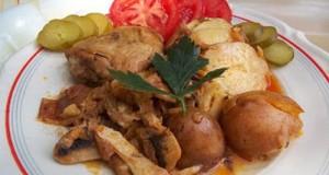 Csirkecomb gombás raguval sült krumplival