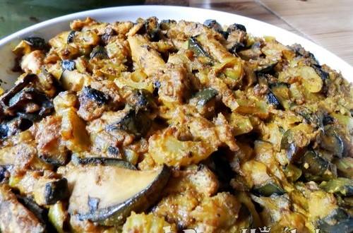 Pirított padlizsán curryvel