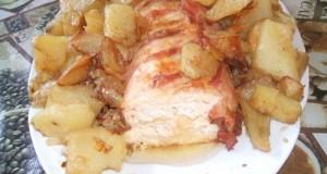 Őzgerincben sült csirkemellfilé sült burgonyával