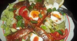 Szardíniás tojásos saláta