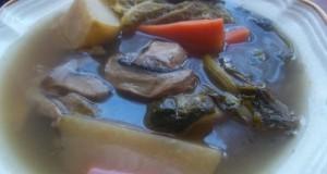 Csontleves húsos csontból sok zöldséggel