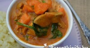 Fűszeres kókuszos csirkeragu sütőtökkel és spenóttal – paleo