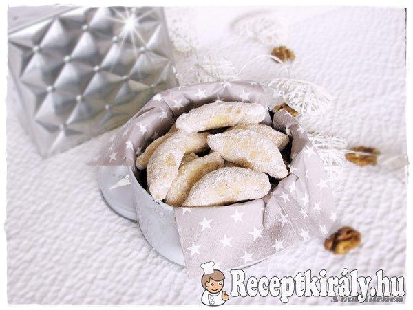Diós-fűszeres hókifli