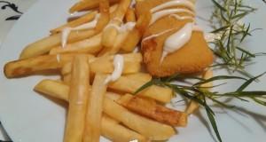 Rántott sajt majonézzel és hasábbal