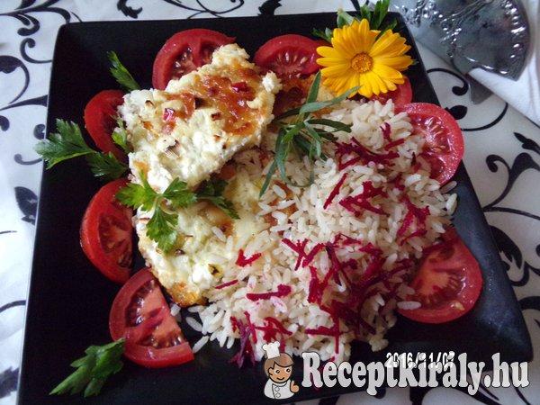 Tepsiben sült sertéskaraj sajttal sonkával és céklás rizzsel