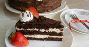 Csokoládétorta tejszínes túrókrémmel